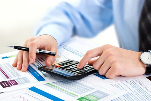 Aproape jumătate dintre companiile active în România prezintă un risc de insolvență ridicat