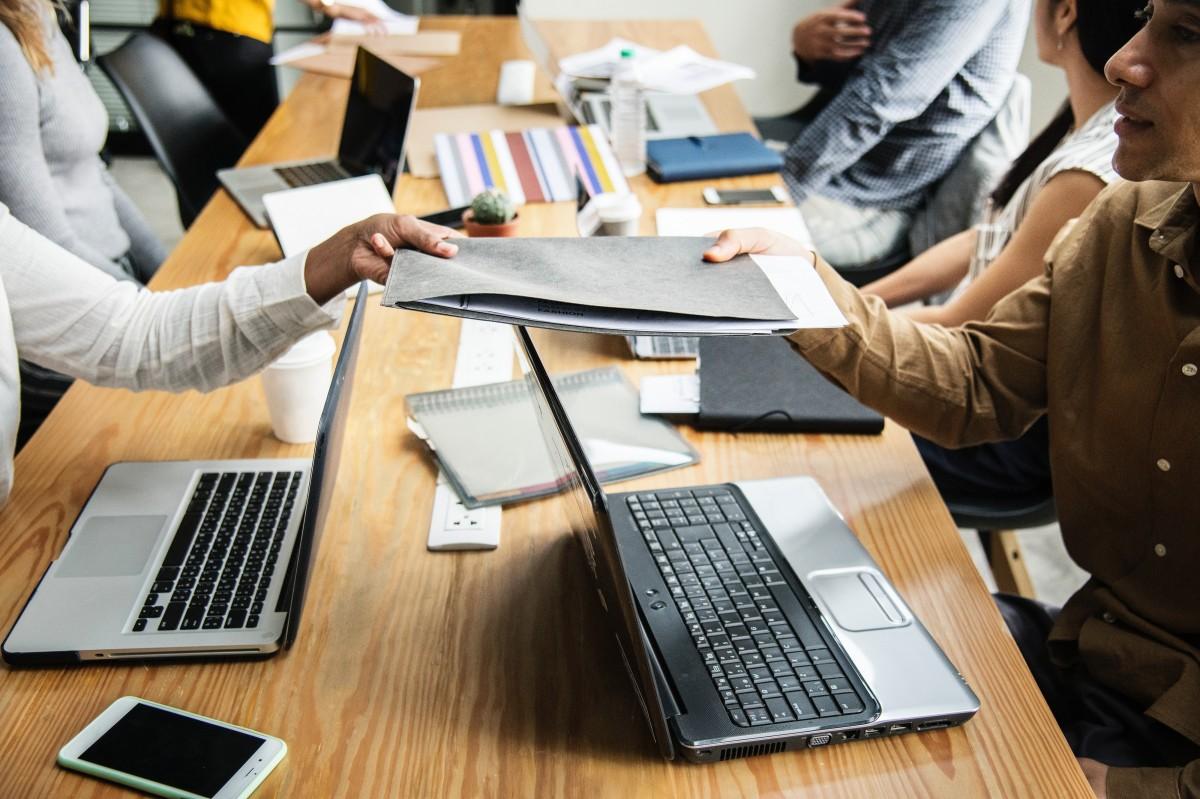 Un angajat din doi ia în calcul schimbarea locului de muncă în 2021