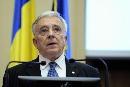 """Mugur Isărescu: """"Pachetul de reduceri și taxe, din punct de vedere economic și financiar, este inaplicabil"""""""