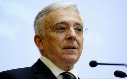 Mugur  Isărescu: Salariile ar trebui să crească prin forţa pieţei, nu să fie majorate de către politicieni