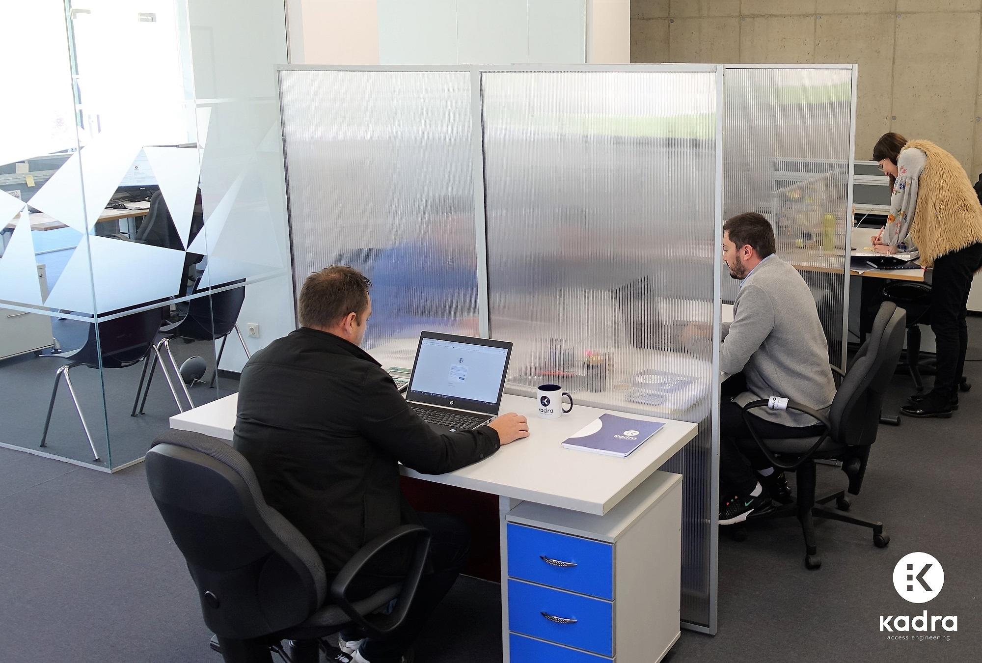 Au apărut panourile separatoare antivirus pentru spațiile de birouri
