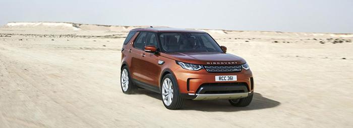 Noul Land Rover Discovery permite transportul a șapte adulţi