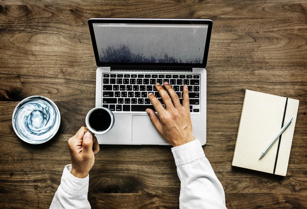 """Training, marketing, publicitate și PR – sectoarele în care a """"explodat"""" numărul de aplicări pentru un job nou"""