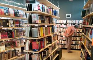 Piaţa de carte a ajuns la maximul ultimilor 7 ani, impulsionată de librăriile online