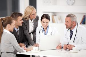 Managerii de spitale pot fi membri de partid, dar nu pot să ocupe funcţii de conducere în partide