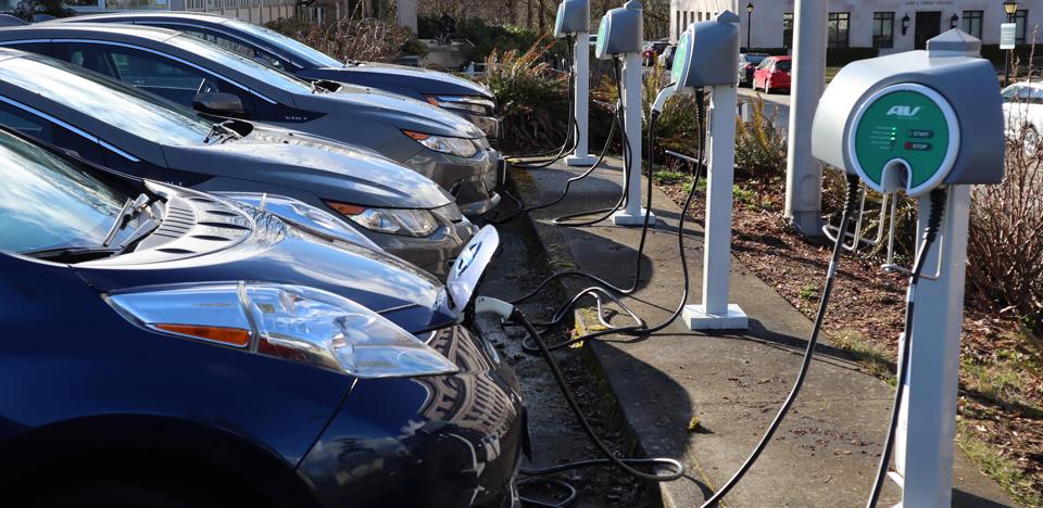 Toate benzinăriile germane vor avea stații de încărcare electrică