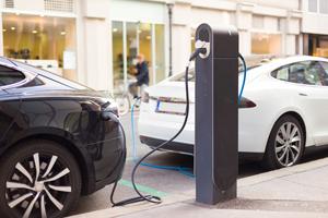 Peste 2.800 de maşini electrice şi hibrid au fost comercializate în 2017 în România