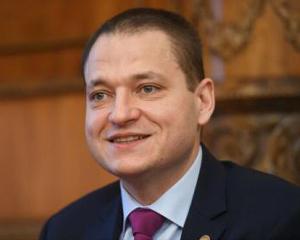 Ministrul Mircea Dobre anunță că tichetele de vacanță vor fi prevăzute în bugetul pentru 2018