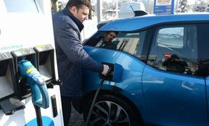 UE ar trebui să aibă un milion de staţii publice de încărcare a automobilelor electrice în 2024