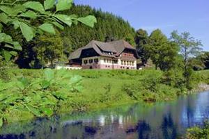 Impozit mai mic cu 50% pe clădirile şi terenurile utilizate pentru prestarea de servicii turistice