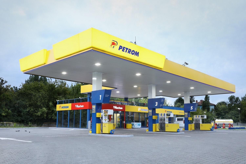 Auchan va deschide 400 de magazine de proximitate în benzinăriile Petrom