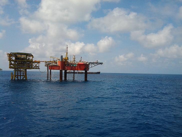 Virgil Popescu: Legea offshore va fi modificată în 2021, dar exploatarea gazului din Marea Neagră va începe în 2024-2025