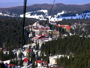 """Marii hotelieri din Poiana Brașov funcţionează """"la foc mic"""""""