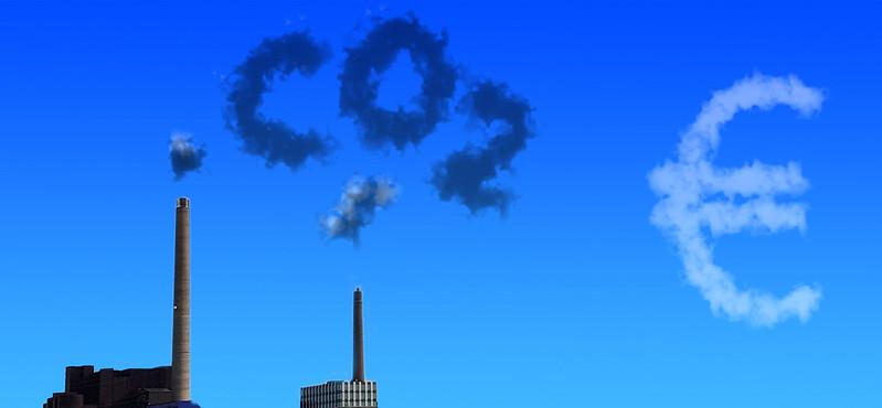 UE vrea ca sectoarele transport şi construcţii să plătească pentru emisiile lor poluante