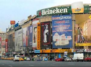 Deputatul Robert Turcescu a anunţat că va depune în Parlament un proiect de lege privind publicitatea stradală