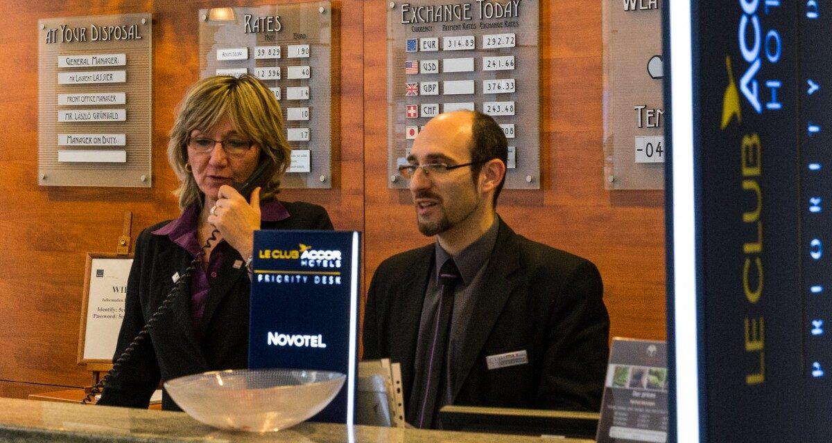 Angajatorii din HoReCa au reluat recrutările însă au o competiţie puternică din partea operatorilor din străinătate