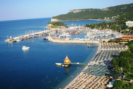 Altex intră pe piața turismului, în parteneriat cu Karpaten Turism