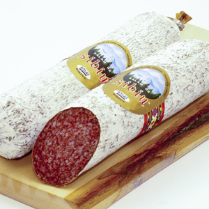 Românii mănâncă 3000 de tone de salam de Sibiu anual