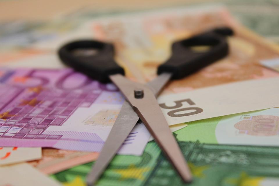 65% dintre companiile românești nu au aplicat măsuri de reducere a costurilor cu angajații în cele două luni de stare de urgență