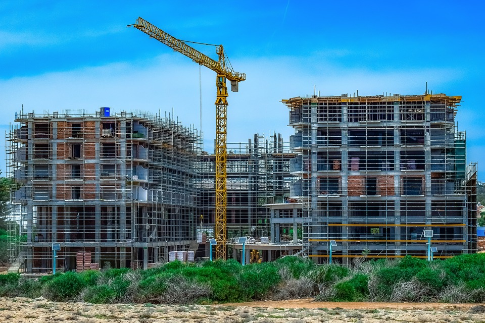 Jumătate dintre antreprenorii din construcţii estimează că volumul lucrărilor va creşte