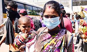 Mască sau mâncare? O legere dificilă pentru tot mai multe familiii sărace