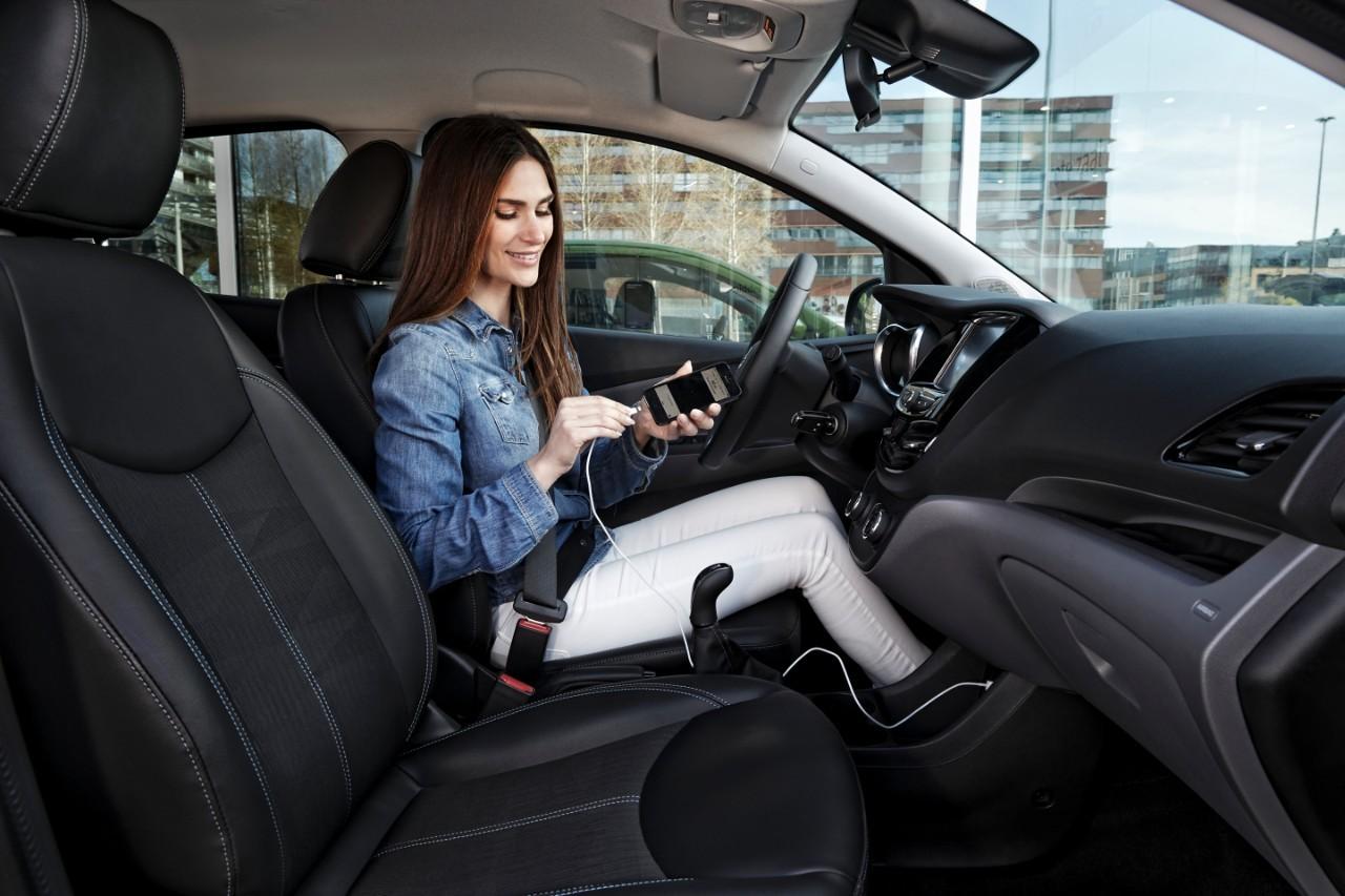 Opel va oferi integrarea telefonului la bordul modelelor sale prin Apple CarPlay şi Android Auto