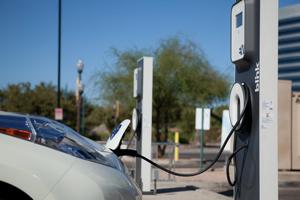 Vânzările de autoturisme electrice și hibrid în România au crescut de aproape două ori, în primele patru luni