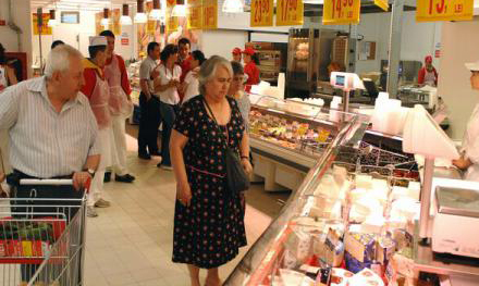 Scăderea prețurilor la alimente a stimulat apetitul românilor pentru produse mai scumpe: pește, fructe de mare, fructe uscate, miere