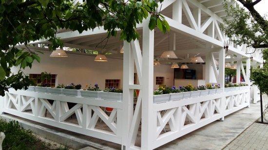 De la 1 iunie s-ar putea redeschide terasele şi relua spectacolele în aer liber