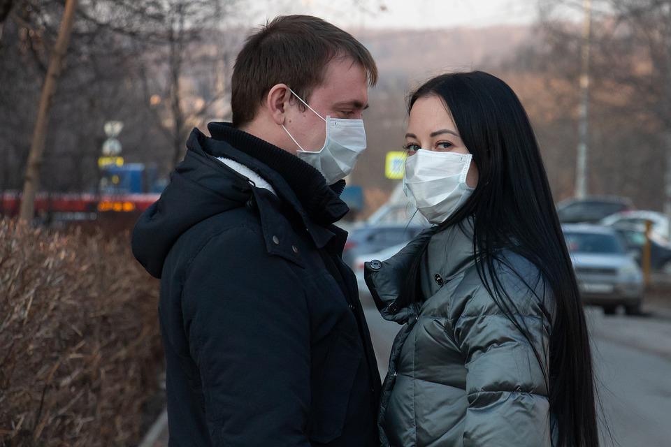 Românii sunt mai îngrijorați de prăbușirea economiei decât de coronavirus