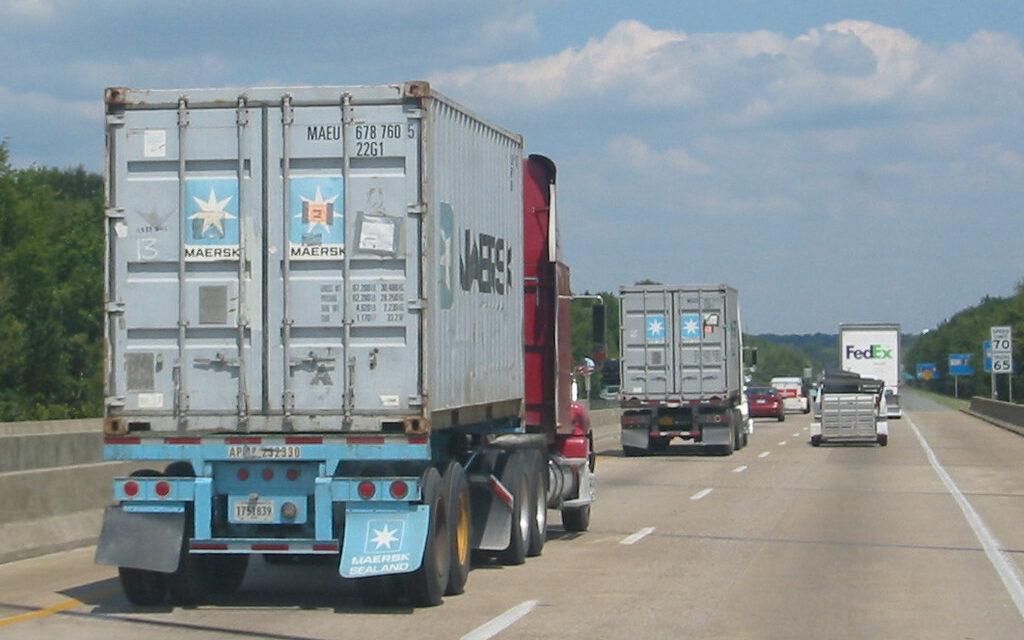 Transportatorii sunt nemulţumiţi că Guvernul le-ar putea impune şoferilor nevaccinaţi să intre în carantină
