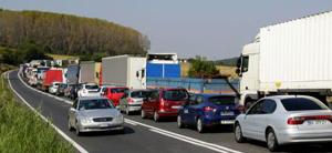 """Transportatorii rutieri acuză ASF de """"tertipuri"""" în stabilirea tarifelor RCA pentru perioada de plafonare și amenință cu proteste"""