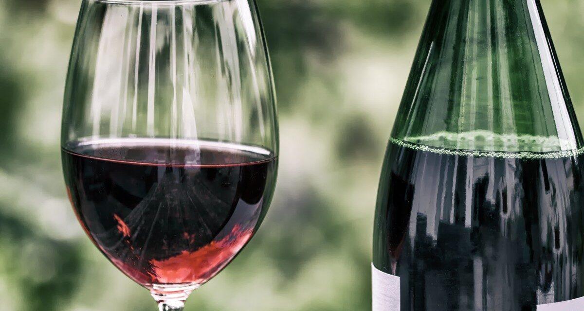 Cercul vicios al viticulturii românești: producătorii fac vinuri de calitate, dar în continuare mai mult de jumătate se consumă vin în peturi, făcut acasă