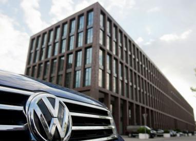 Îngheţarea investiţiei Volkswagen din Turcia a relansat concurenţa între statele balcanice pentru găzduirea fabricii